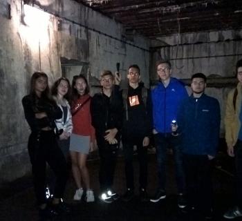 16. Wnętrze bunkra - ekipa w komplecie.